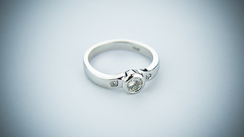 Diamond-ring-photography
